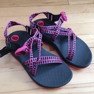 NWOT Chaco sandals tartan magenta women's Z/Cloudx